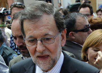 Rajoy culpa a los ayuntamientos radicales de frenar las obras