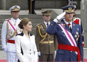 El Rey destaca ante los militares su servicio a la sociedad