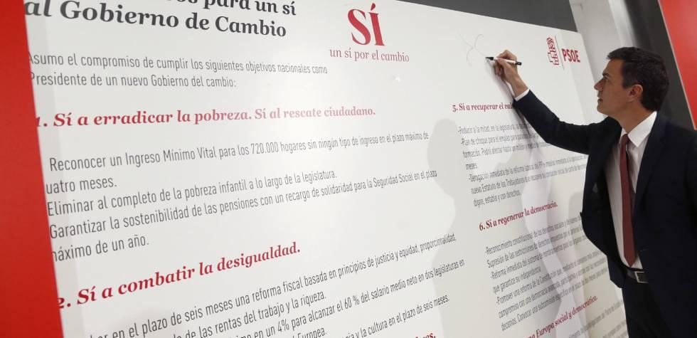 Pedro Sánchez, durante la firma de sus propuestas electorales.