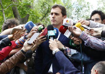 """El PP pide respeto tras el vídeo que acusa a Rajoy de llevar cuatro meses """"leyendo el Marca"""""""