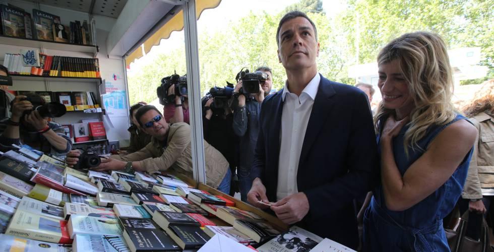 Pedro Sanchez visita la Feria del Libro de Madrid este martes.