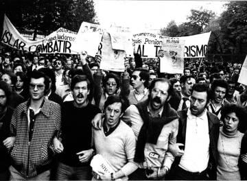 Trabajadores de EL PAÍS se manifiestan tras el envío de la carta-bomba contra el periódico que causó la muerte del conserje Andrés Fraguas en 1978