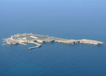 Condenado un oficial por abusar de una marinero en la Isla de Alborán