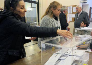 Los españoles en el extranjero comienzan a votar en los consulados
