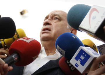 Varios grupos intentan forzar la comparecencia de Fernández Díaz