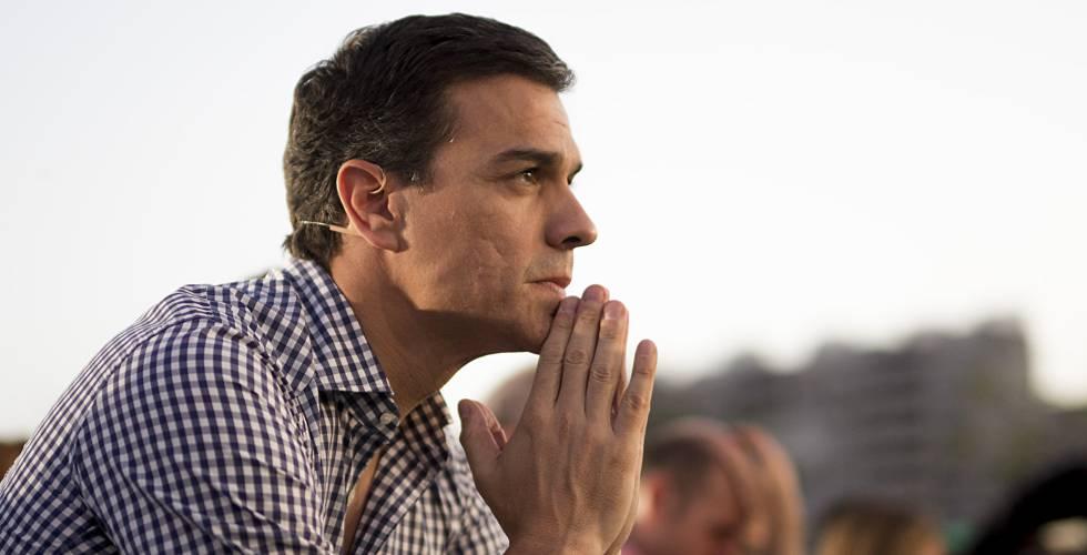 Pedro Sánchez en el cierre de campaña del PSOE en Sevilla.rn