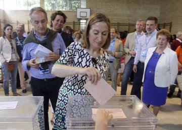 La mayor participación en Galicia empuja a PP y PSOE