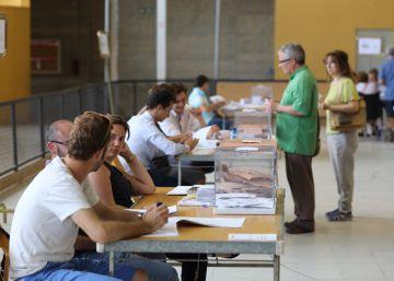 Mesa electoral en Girona.