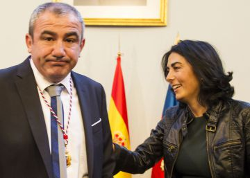 La líder del PP de Lugo, Elena Candia, con el presidente de la Diputación, el socialista Darío Campos, en primer término.