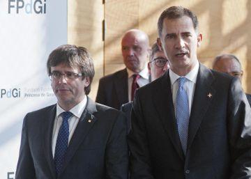 El Rey Felipe VI y el presidente de la Generalitat de Catalunya, Carles Puigdemont.