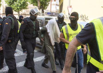 Pedraz encarcela a los tres hermanos detenidos por captar yihadistas