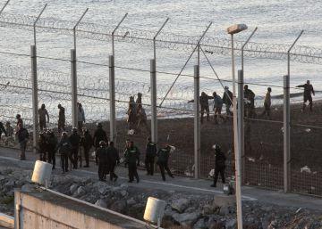 Inmigrantes disfrazados de ciclistas intentan cruzar la frontera de Ceuta