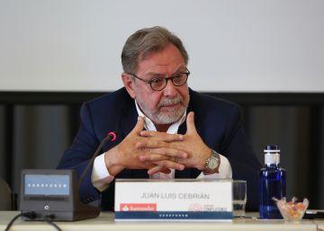 """Cebrián: """"El periodismo está dentro y fuera del palacio"""""""