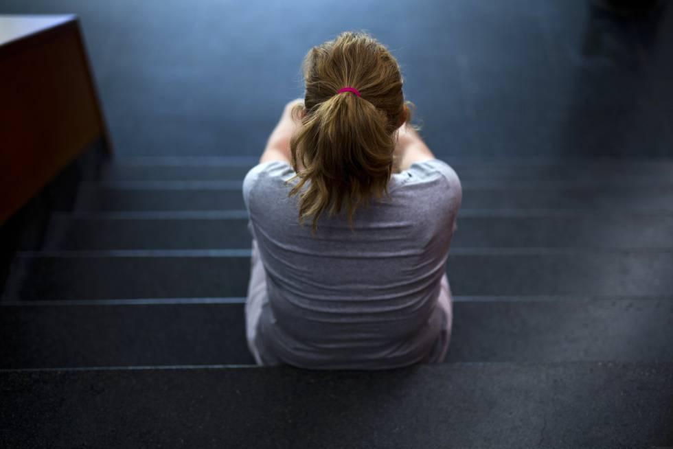 Una mujer en un Centro de mujeres maltratadas.