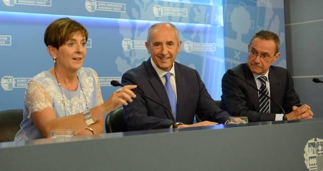 El portavoz del Gobierno vasco, Josu Erkoreka, comparece este miércoles con los consejeros Arantza Tapia y Ángel Toña.