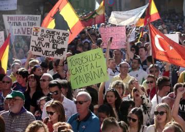 3.000 personas se manifiestan en Tordesillas en favor del Toro de la Vega