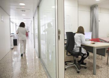 Suspendido un médico por colocar una cámara en el vestuario femenino