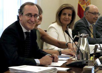 Alfonso Alonso asiste a su último Consejo de Ministros antes de ser candidato