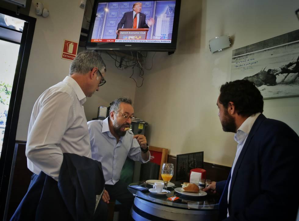 Garicano, Girauta (centro) y Gutiérrez desayunando antes de la reunion de la Ejecutiva anteayer.
