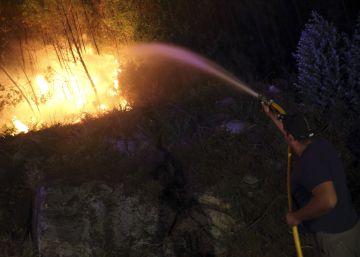 Un incendio en el valle del Jerte amenaza la reserva natural de la Garganta de los Infiernos