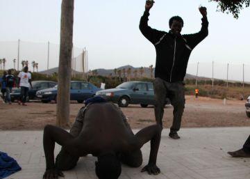 40 inmigrantes entran en Melilla tras un salto masivo de la valla