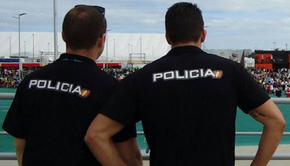 Dos agentes de la Policía Nacional en una fotografía de archivo.