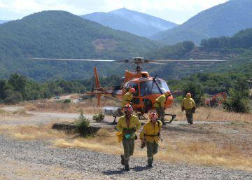 Las rachas de viento reactivan el incendio en el Valle del Jerte