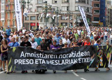 Un millar de personas respaldan la marcha por los presos de ETA