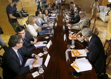 Rajoy y Rivera se reúnen para cerrar las negociaciones de la investidura