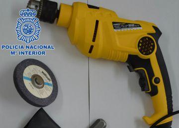 """La policía detiene a cinco especialistas del """"pinchazo"""" en Tenerife"""