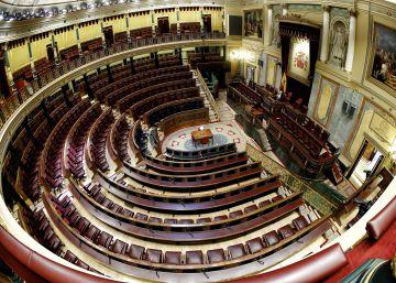 Hemiciclo del Congreso de los Diputados con todos los escaños vacíos.