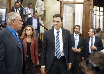 Pedro Sánchez, ayer, en los pasillos del Congreso de los Diputados