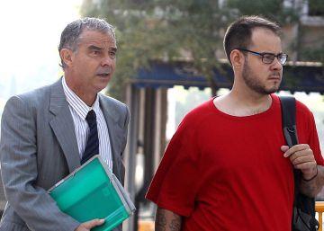 El juez rechaza retirar el pasaporte a Hasél por sus tuits contra la Corona