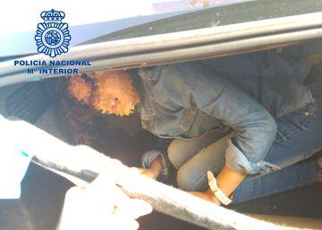 Detenidos dos hombres que ocultaban a una joven en el maletero