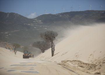 """Las administraciones se unen para el """"control integral"""" de la duna de Valdevaqueros"""