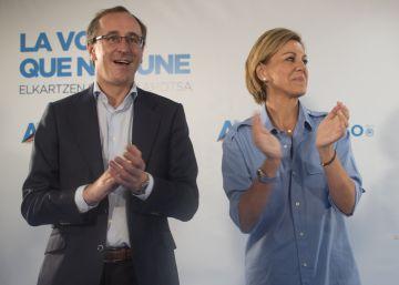 """Cospedal acusa a Sánchez de """"insultar"""" al país al no apoyar a Rajoy"""