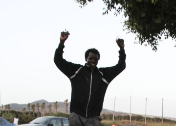 Más de un centenar de inmigrantes entran en Melilla tras saltar la valla