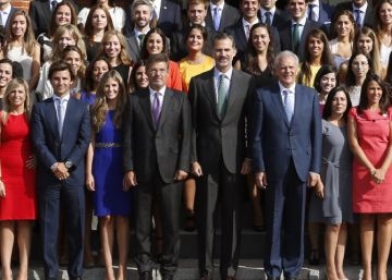 La última promoción de notarios se reúne con Felipe VI en La Zarzuela