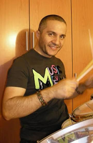 Javier Fernández, exbatería del grupo de rock de Vigo Los Piratas.