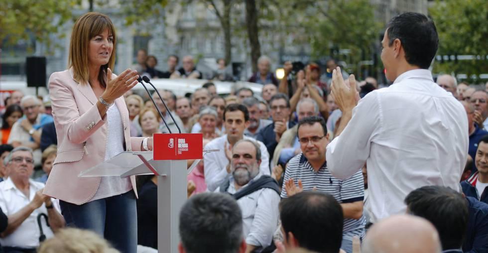 Pedro Sánchez e Idoia Mendia durante un mitin en Bilbao.
