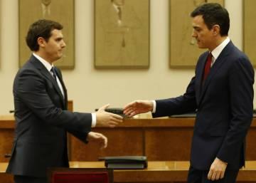 """Rivera confía en que el PSOE """"pase a la acción"""" y negocie con el PP las condiciones de su abstención"""