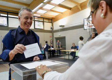 Iñigo Urkullu vota este domingo Durango (Bizkaia).