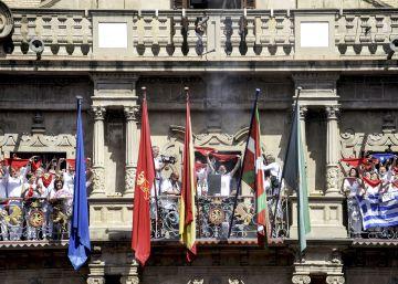Pamplona debe reubicar el retrato del Rey en el salón del Ayuntamiento