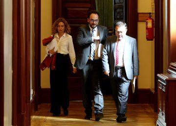 Media ejecutiva estudia dimitir para forzar la salida de Pedro Sánchez