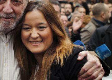 El presidente del PSOE de Sevilla, Fernando Rodríguez Villalobos y Verónica Pérez