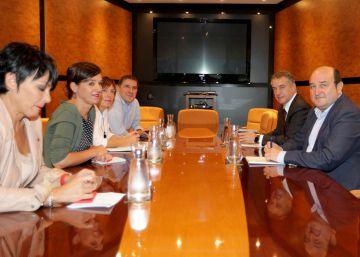 """Otegi advierte de que un pacto PNV-PSE sería """"contra el derecho a decidir"""""""