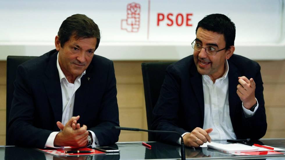 El presidente de la gestora del PSOE, Javier Fernández, y Mario Jiménez.