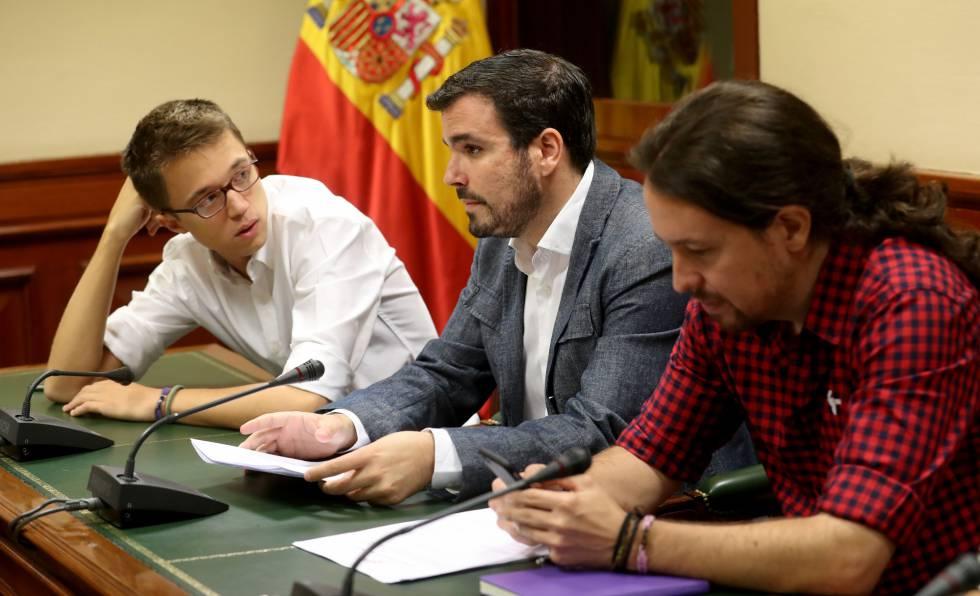 Pablo Iglesias, junto a Alberto Garzón e Íñigo Errejón, en el Congreso.