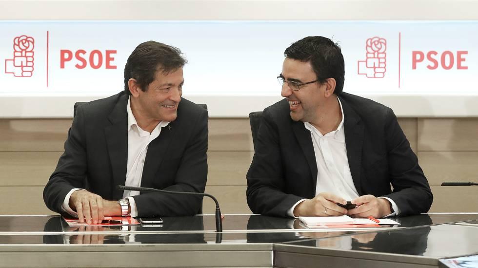 Reunión de la Comision Gestora del PSOE, presidida por Javier Fernández, en la imagen junto a Mario Jiménez.