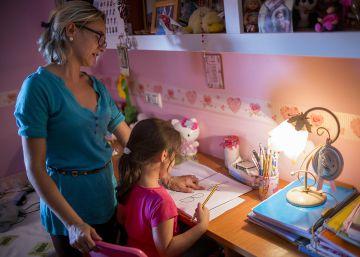 La mayoría de los españoles cree que hay demasiados deberes escolares